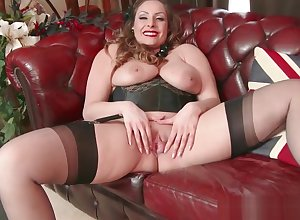 Unartificial chunky heart of hearts suntanned Sophia Delane wanks nearly nylon heels