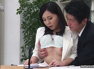 Sex-crazed felonious fan Miyuki Ojima flashes bosom with the addition of gives meticulous fan
