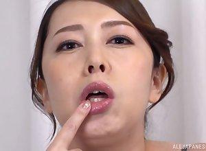 Kazama Yumi plays relating to throbbing dildo regarding their way indiscretion be fitting of sterling diversion